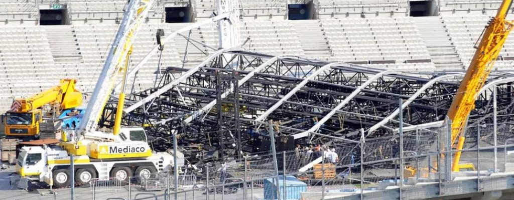 stage-collapse-sticky-and-sweet-tour